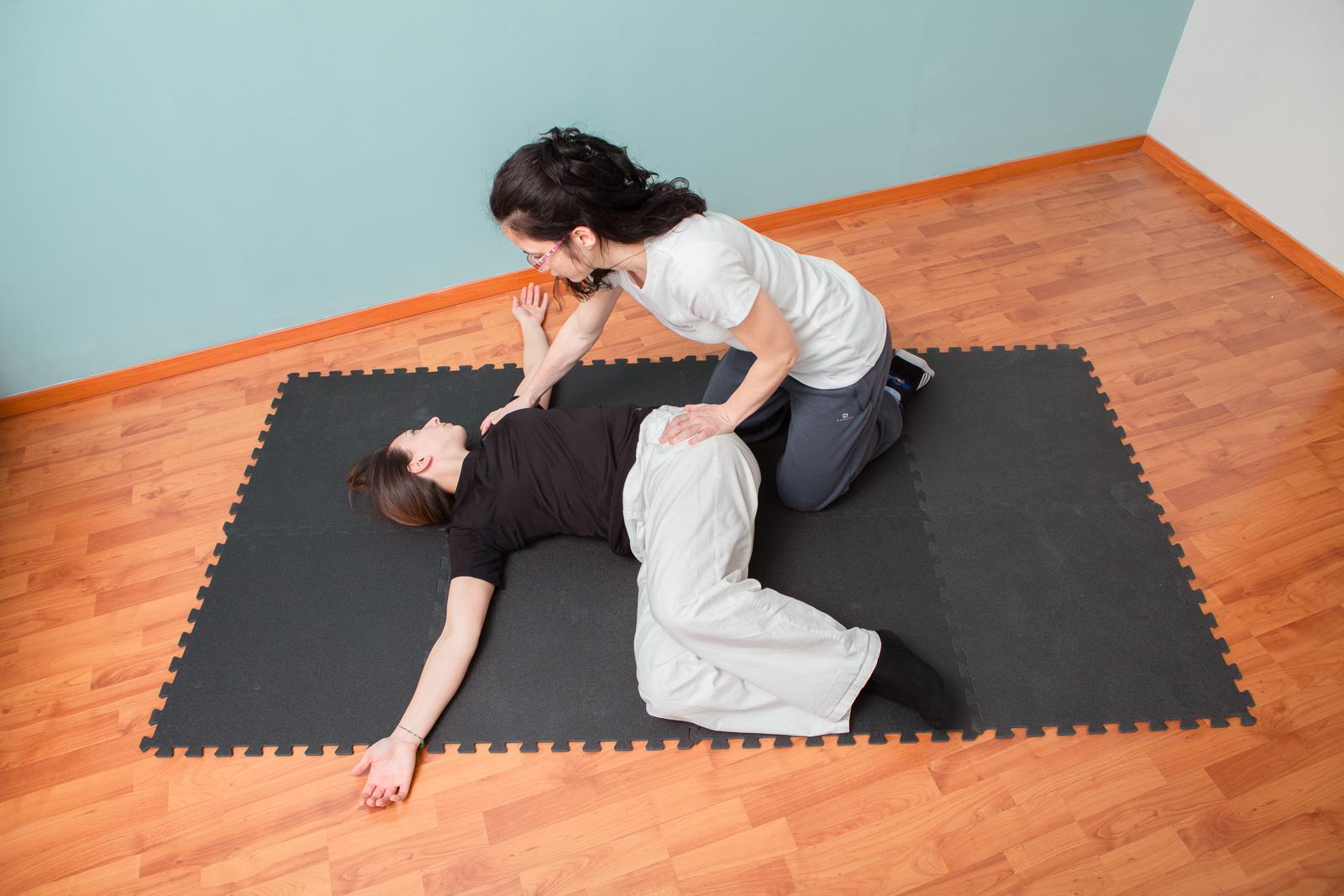 esercizio di allungamento per la schiena
